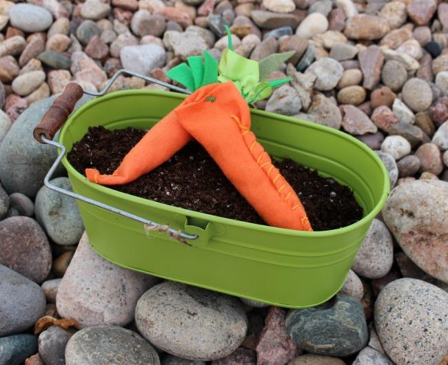 Felt_Carrots_Tin